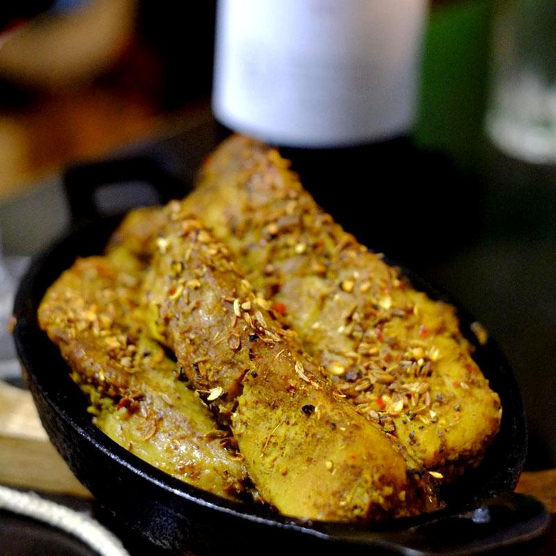 【ADIOまかない】スペアリブのカリカリスパイス焼き